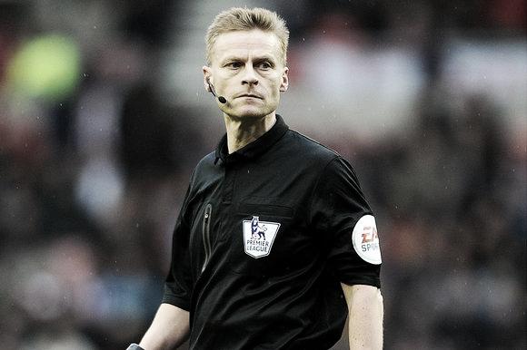 Mike Jones, el árbitro del encuentro. (Foto: Getty Images)