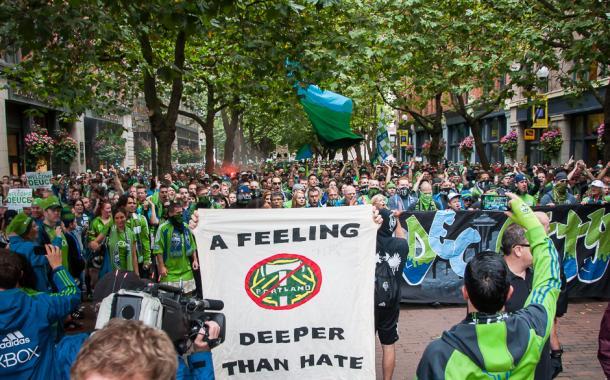 Los aficionados de Seattle Sounders antes de medirse a los Timbers // Imagen: Mike Russell