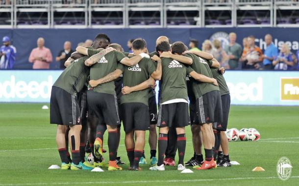 Il Milan prova a fare gruppo, twitter @acmilan