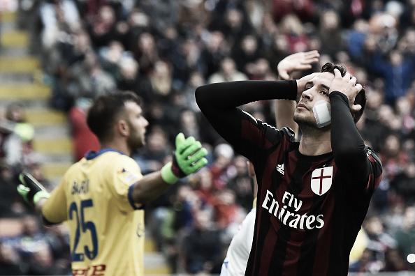 De Sciglio lamenta os gols sofridos do Frosinone (Foto: Giuseppe Cacace/AFP)