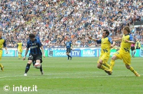 Il pallonetto di Milito | Foto: inter.it