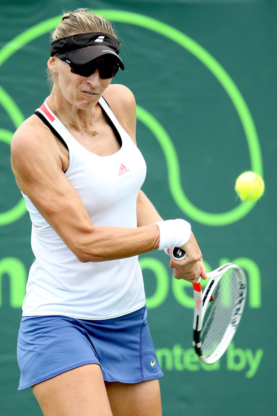 Mirjana Lucic-Baroni hits a backhand during her straight-sets victory over Agnieszka Radwanska in the third round of the 2017 Miami Open. | Photo: Matthew Stockman/Getty Images