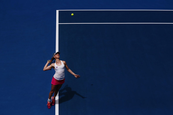 Mona Barthel serves at the 2017 ASB Classic, where she lost to Mirjana Lucic-Baroni | Photo: Anthony Au-Yeung/Getty Images AsiaPac