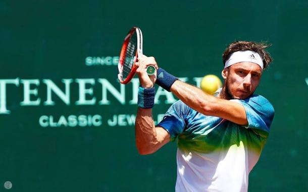 Juan Monaco hits a backhand on Saturday, Photo: Aaron M. Sprecher/ROCC
