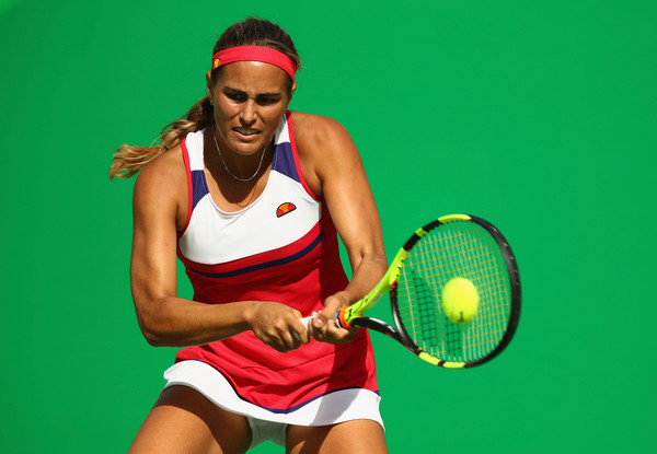 Monica Puig hits a backhand during her semifinal match against Petra Kvitova at the Rio 2016 Olympic Games.   Photo: Clive Brunskill/Getty Images South America