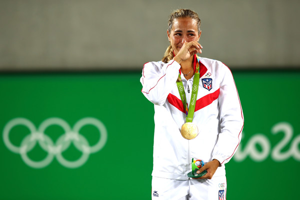 An emotional Monica Puig listens to the Puerto Rican national anthem after becoming the island's first Olympic gold medallist. | Photo: Clive Brunskill/Getty Images