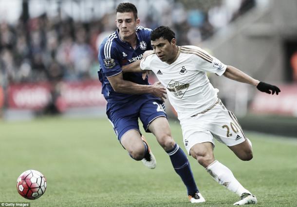 Jefferson Montero battling with young defender Matt Miazga in Swansea's 1-0 win over  Chelsea | Getty Images