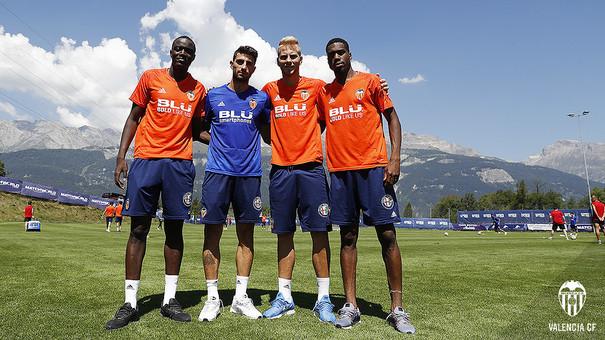 El Valencia se refuerza a base de centímetros: Diakhaby, Piccini, Racic y Kondogbia. Fuente: Valencia CF.