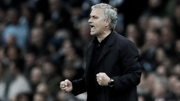 Mourinho al frente del United. Foto: Premier League.