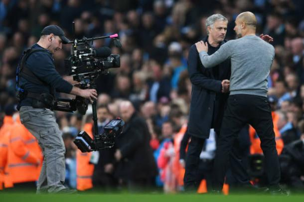 Mourinho parabenizou Guardiola pelo título ao final da partida (Foto: Laurence Griffiths/Getty Images)