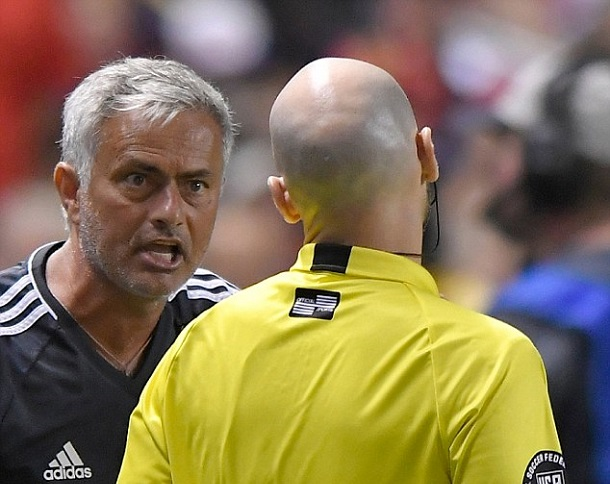 Manchester United manager Jose Mourinho disputes referee Allen Chapman's red card decision | Source: Gene Sweeney, Jr. - Getty Images