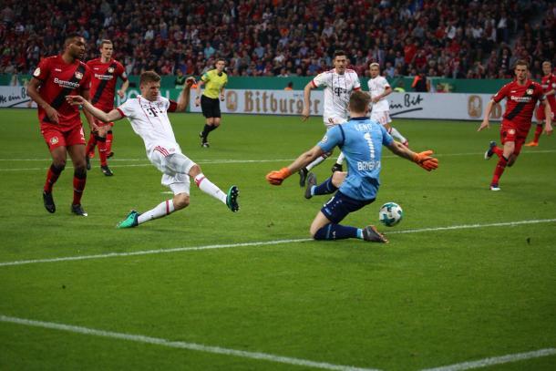 Müller fez o terceiro e freou a reação do Leverkusen (Foto: Reprodução/FC Bayern)