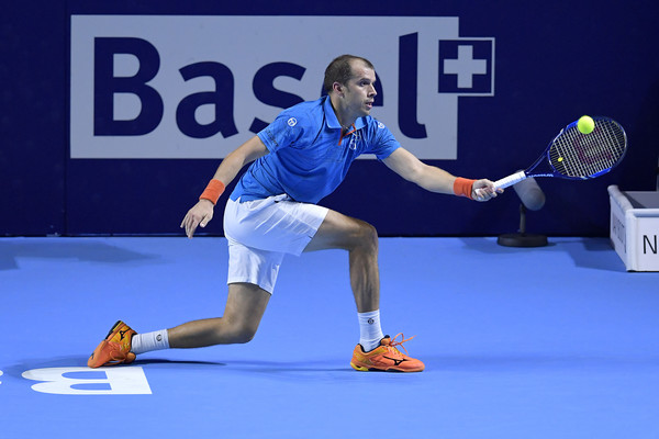 Gilles Muller lunges for a forehand during his quarterfinal win. Photo: Harold Cunningham/Getty Images