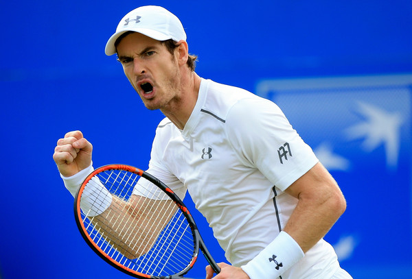 Andy Murray celebrates winning a game during his victory. Photo: Ben Hoskins/Getty Images
