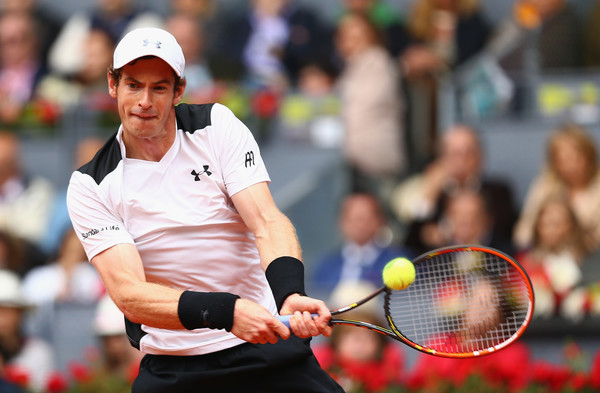 Andy Murray drills a backhand in his semifinal. Photo: Clive Brunskill/Getty Images