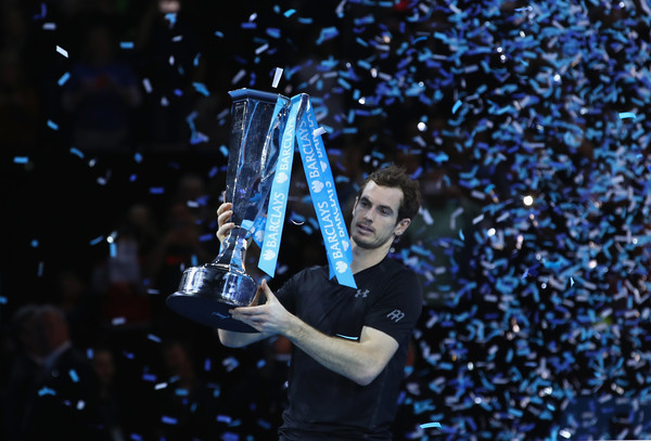 Murray hoists his World Tour Finals trophy. Photo: Clive Brunskill/Getty Images