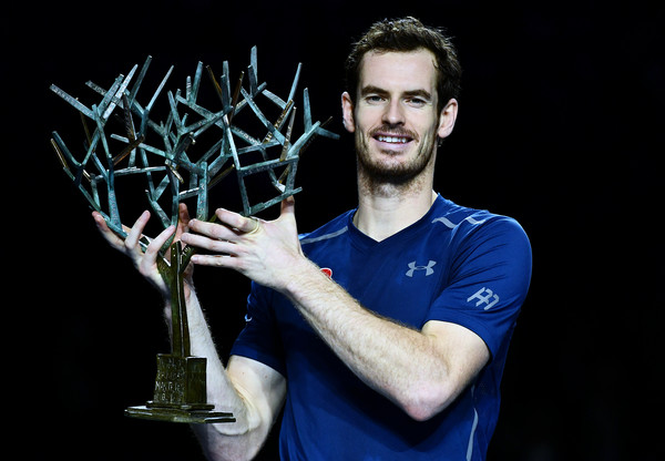 Andy Murray hoists his trophy in Paris on Sunday. Photo: Dan Mullan/Getty Images