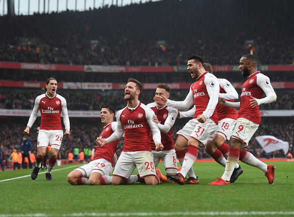 Mustafi (centro) marcou na vitória do Arsenal por 2 a 0 no dérbi do primeiro turno (Foto: Stuart MacFarlane/Arsenal FC via Getty Images)