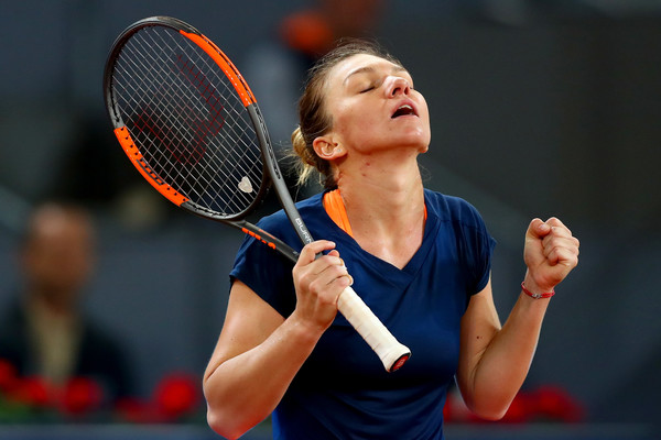 Simona Halep celebrates her win | Photo: Clive Rose/Getty Images Europe