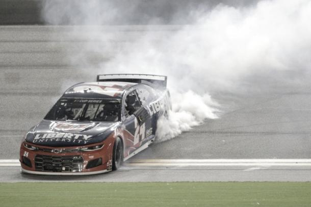 Festejo de Byron en el trióvalo / Foto: NASCAR