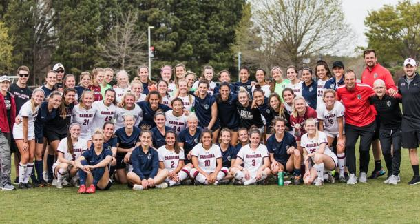 The North Carolina Courage and University of South Carolina players pose together after their scrimmage. | @TheNCCourage