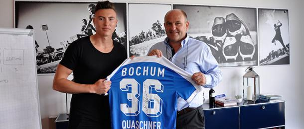 Quaschner pictured with his new shirt. | Image credit: VfL Bochum