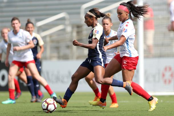 Crystal Dunn (center) is almost assured a spot on the USWNT for the upcoming Women's World Cup. | Photo: isiphotos.com