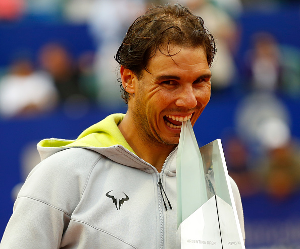 Rafael Nadal bites his 2015 Buenos Aires Trophy. Photo: Gabriel Rossi/Getty Images
