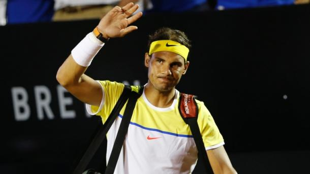 Rafael Nadal waves to the crowd as he enters the court in Rio. Photo: PC