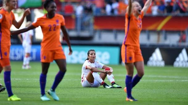Nadia Nadim sits in defeat among Dutch players celebrating. | Source: AFP/Getty Images