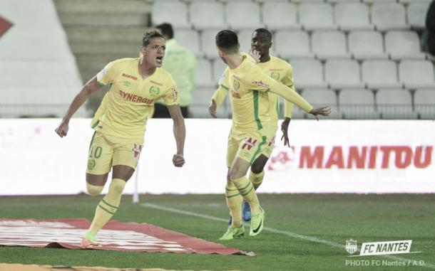 Bammou festeja junto a Sala el gol del empate ante Saint-Étienne. Foto: twitter.com/FCNantes