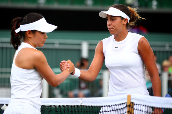Madison Keys and Nao Hibino exchange a handshake after the match | Photo: Clive Brunskill/Getty Images Europe