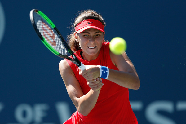 Natalia Vikhlyantseva in action at the Bank of the West Classic | Photo: Lachlan Cunningham/Getty Images North America