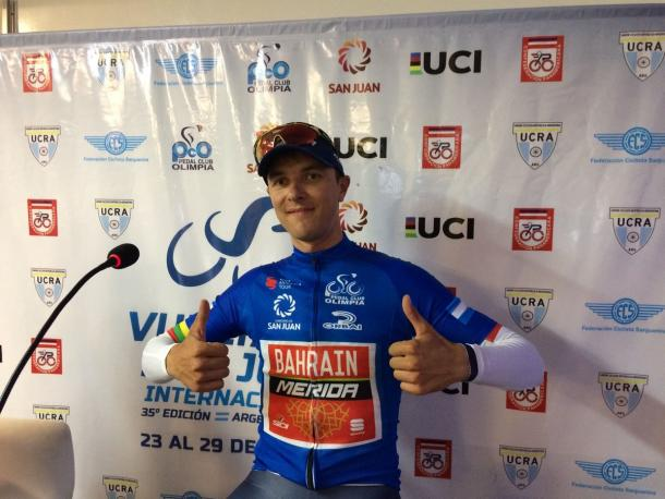 Ramunas Navardauskas con indosso la maglia di leader | Photo: Twitter ufficiale Vuelta a San Juan