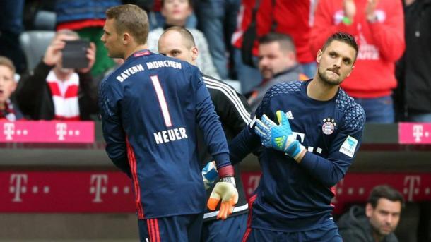 Ulreich (dir.) substituiu muito bem Neuer (dir.) no Bayern (Foto: Reprodução/Bundesliga)