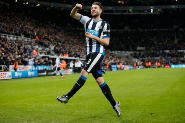 Dummett celebrates his late equaliser in thriller with Manchester United | Photo: mirror.co.uk