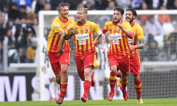 Benevento-Milan, Balotelli incredulo al gol di Brignoli