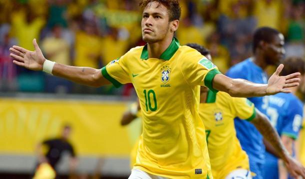 Neymar tras marcar un gol a Italia
