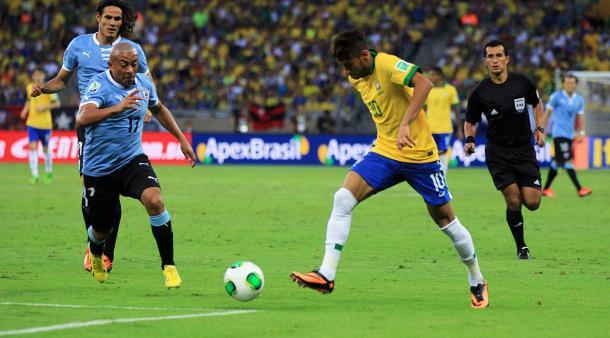 En la imagen se ve Neymar Jr. jugando en la Selección Brasileña contra la Selección de Uruguay / Fuente: Selección de Brasil