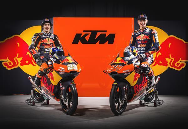 The Moto3 team; Niccolo Antonelli and Bo Bendsneyder - Sebas Romero