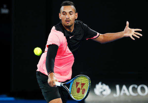 Nick Kyrgios reaches out for a return | Photo: Michael Dodge/Getty Images AsiaPac