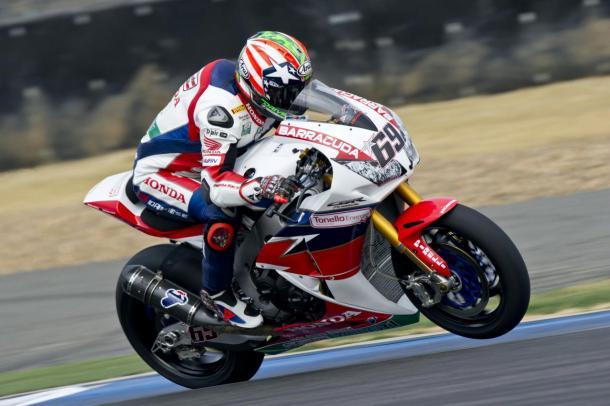 Bradl's future teammate Nicky Hayden aboard the Honda Fireblade - www.asphaltandrubber.com