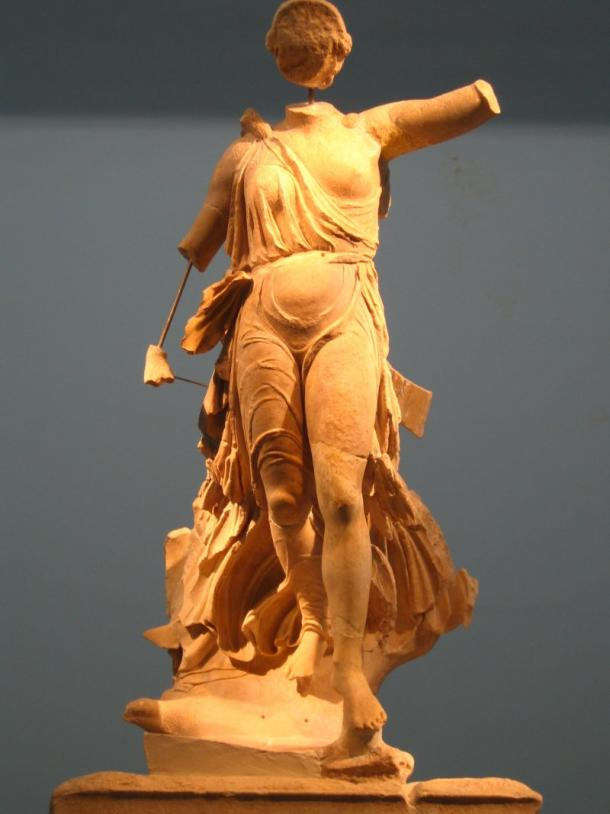 Niké de Menda. Museo Arqueológico de Olimpia. Wikipedia (PD)