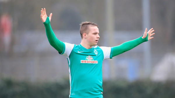 Schmidt in action at youth level for Bremen (photo: zimbio)