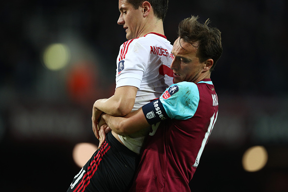 Noble lifts up Herrera in his frustration | Photo: Paul Gilham/Getty Images Sport