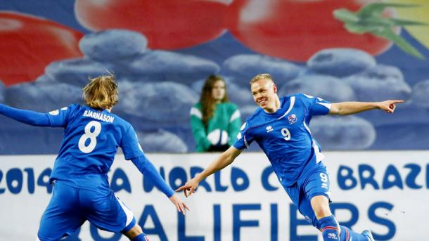 Kolbeinn Sigþórsson (right) celebrates his goal in the last meeting between these two. (Photo: Sky Sports)