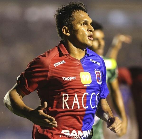 Robson se despediu do time com gol. (Foto: Divulgação / Paraná Clube)
