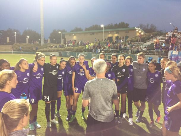 Head coach Tom Sermanni (center) talks to the team after their dramatic win over USF.   Source: Orlando Pride Twitter - @ORLPride