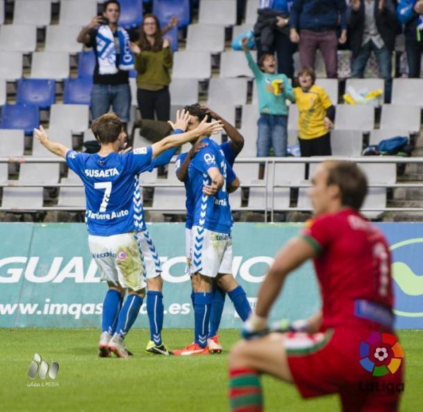 Los jugadores del Real Oviedo celebran un gol en la última victoria carbayona ante el AD Alcorcón. | Imagen: LaLiga