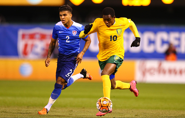 Oalex Anderson (right) of St. Vincent and the Grenadines controls the ball against DeAndre Yedlin of the United States during a World Cup qualifying match / Dilip Vishwanat - Getty Images)